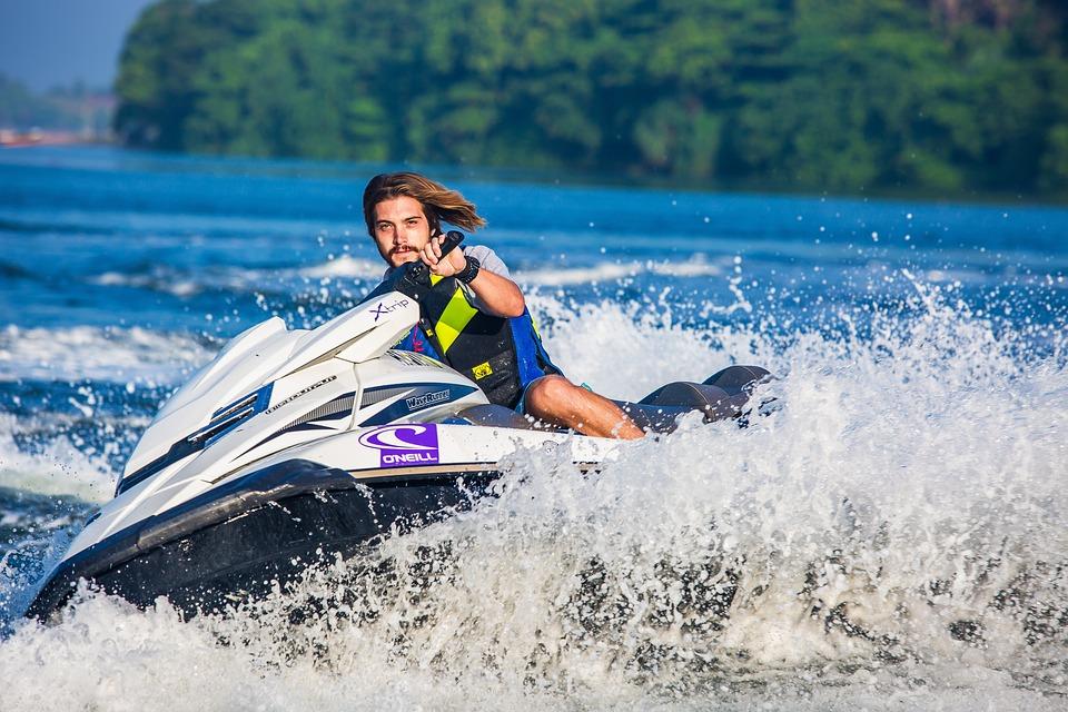 Mangler du en ny aktivitet? Læs om fordelene ved vandsport