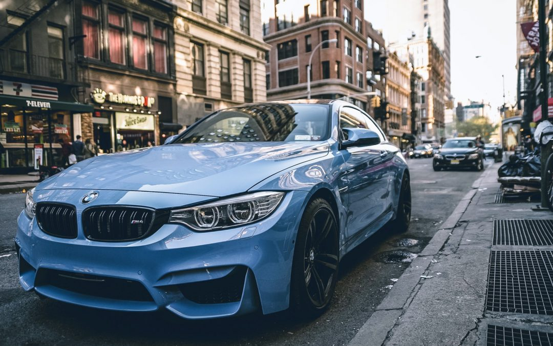 Skal en flot BMW stå hjemme i din garage?